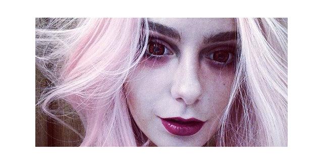 """Фото карнавальных красных линз Hell's Eyes от интернет-магазина """"Линзы-Всем"""""""